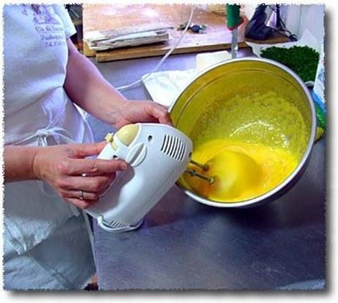 batir huevos y azúcar