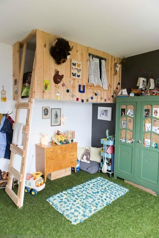cesped-artificial-suelo-cuarto-infantil-decoandliving-y-pinterest