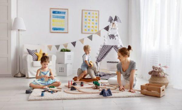 como-decorar-una-habitacion-de-bebe-juguetes-istock