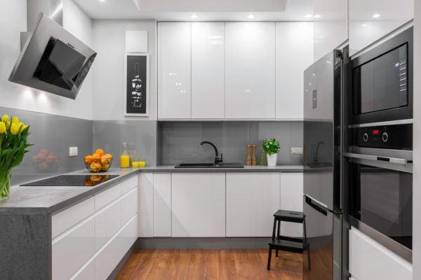 Cocinas grises con flores