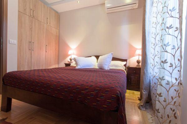 Consejos para decorar habitaciones pequenas camas grandes
