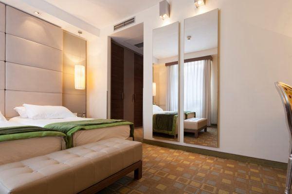 Ideas para decorar habitaciones pequenas grandes espejos
