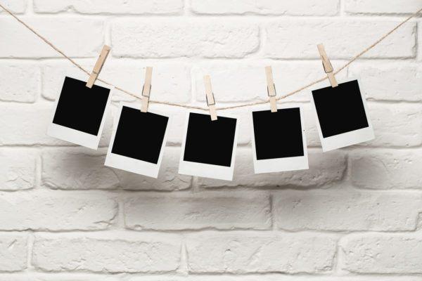 Ideas para decorar las paredes del salon fotografias con pinzas personalizadas