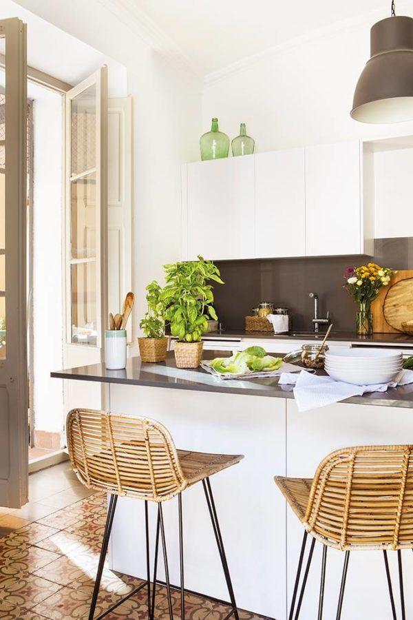 como-decorar-cocinas-con-barra-cocina-pequena4-elmueble