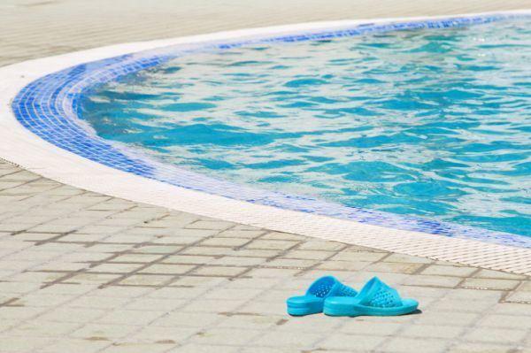 como-instalar-una-piscina-prefabricada-istock3