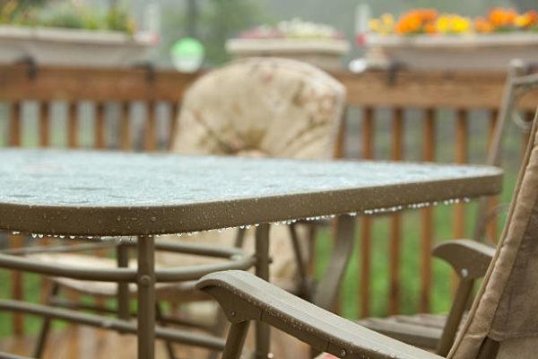 Como proteger el mobiliario de terraza de la lluvia