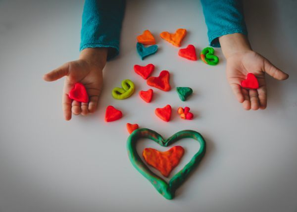 Manualidades para san valentin para ninos corazon plastilina