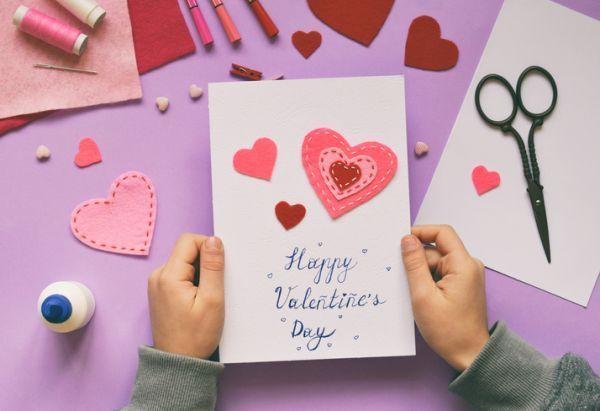Manualidades para san valentin para ninos corazones fieltro tarjetas
