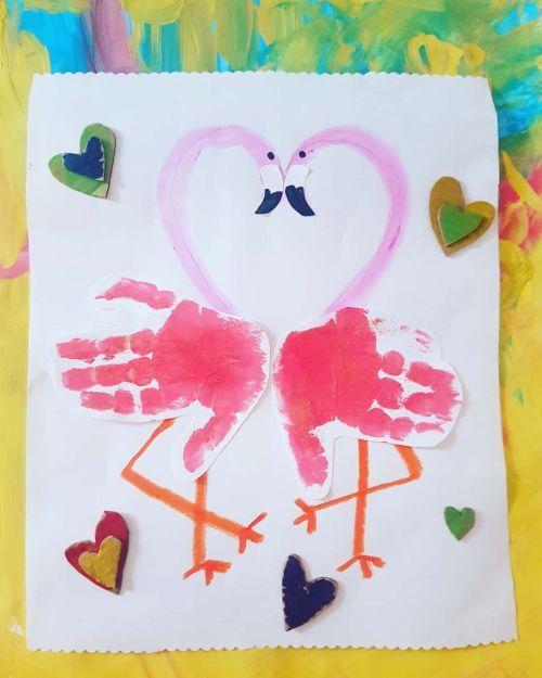 Dibujo de flamencos con corazones