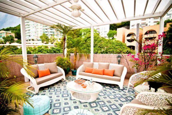 Ideas para decorar terrazas cubiertas con alfombra estilo marroqui