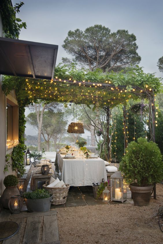 Ideas para decorar terrazas cubiertas plantas luces