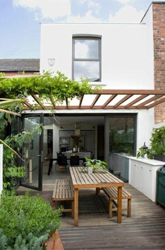 Ideas para decorar terrazas cubiertas plantas pergola madera