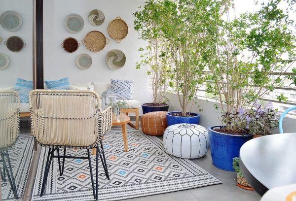 Terraza decorada con azul