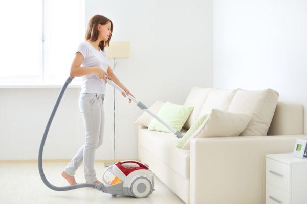 Como limpiar un sofa de tela aspiradora