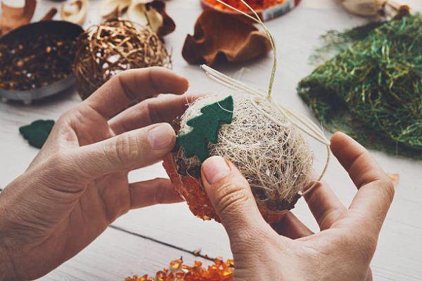 Bolas de navidad para decorar el arbol hilo fieltro