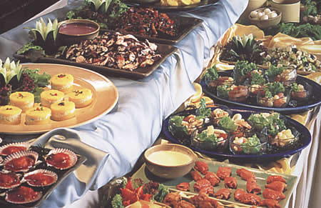 Preparando la mesa buffet for Menu frances tipico