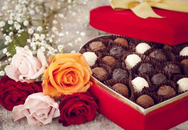 Regalos de san valentin para mujeres bombones y flores