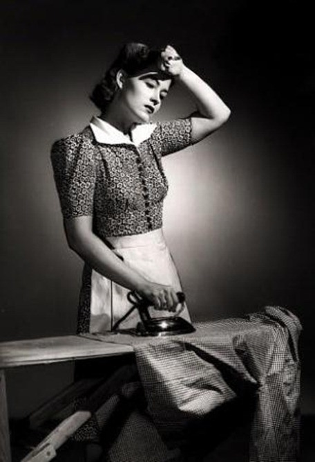 01_photos_woman_ironing1_424988458