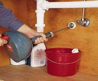 Unclogging_Kitchen_Sink2