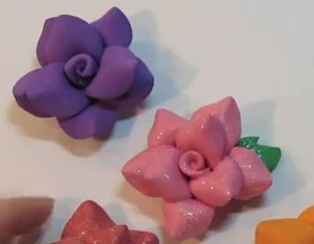 Cómo hacer flores de goma eva
