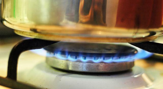Trucos de cocina c mo limpiar una cocina de gas - Como limpiar la campana de la cocina ...