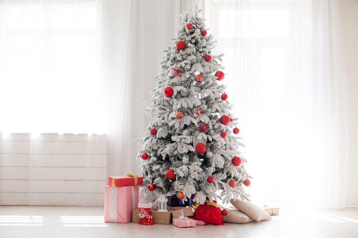 Decoracion arbol de navidad clasico blanco y rojo