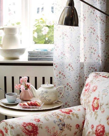 como-realizar-fundas-para-un-sillon-estampado-floral-mesa-de-te
