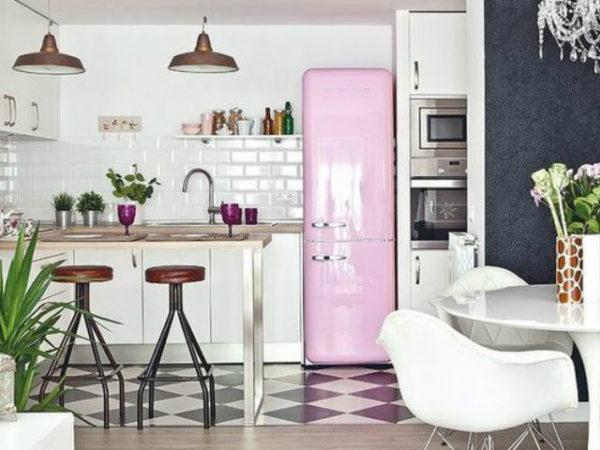 keuken_met_roze_koelkast