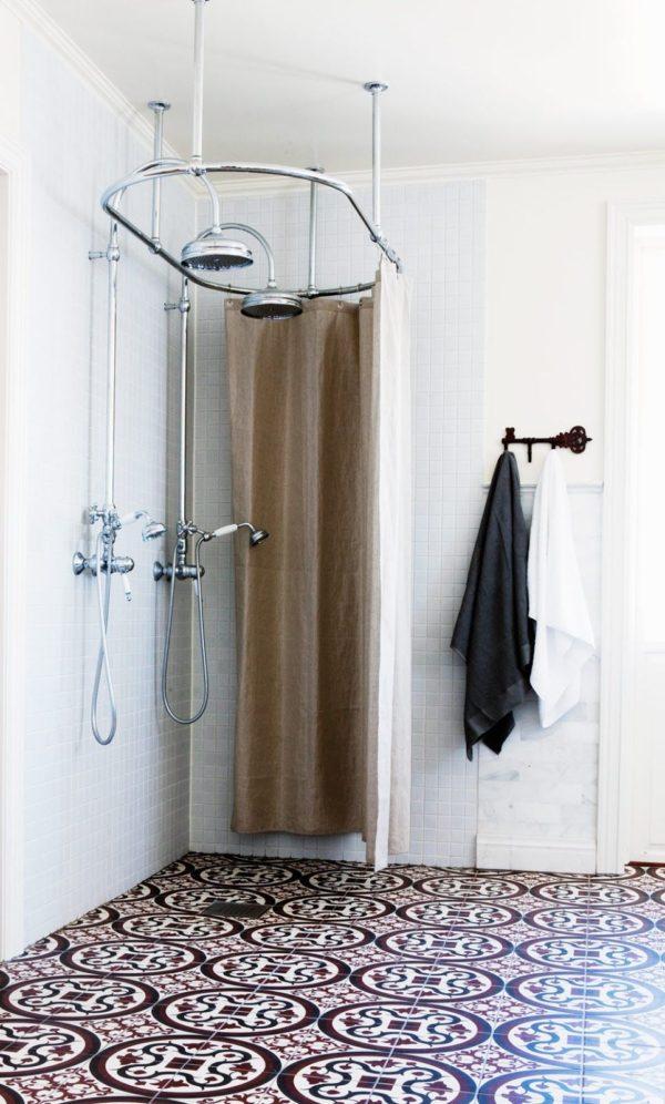 bano-pequeno-ducha-retro