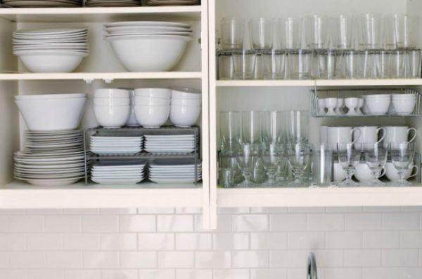 como-organizar-un-armario-cocina-platos