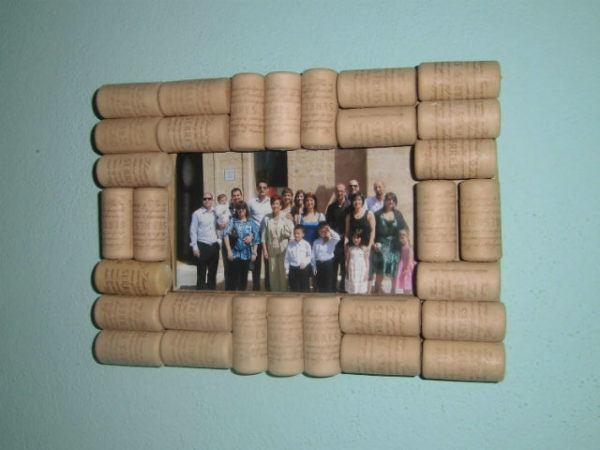 Marcos de fotos para el día del padre hechos con corchos