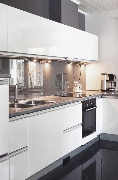 C mo decorar cocinas blancas y modernas 2018 for Cocinas blancas y grises fotos