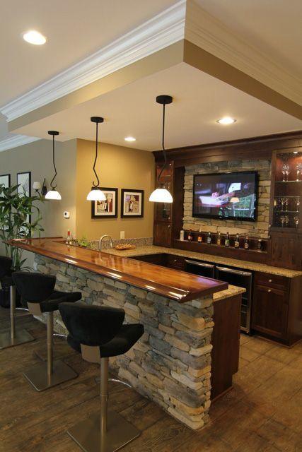 una barra de piedras un muestrario de cervezas una pantalla full hd y una zona perfecta para gozarlo viendo deporte series cine o lo que se tercie