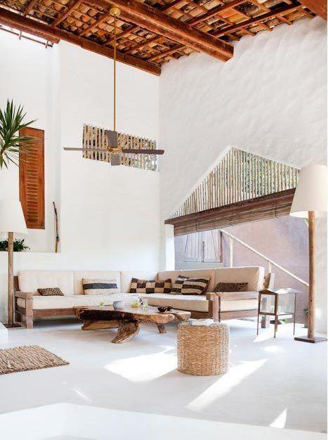 Decoraci n de salones coloniales colores muebles y - Salones estilo colonial moderno ...