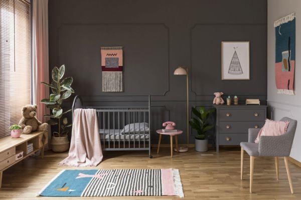 como-decorar-una-habitacion-de-bebe-comodo-istock