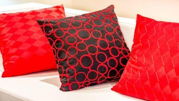 Ideas para decorar con cojines 2018 camas sof s y sillas - Adornos para cojines ...