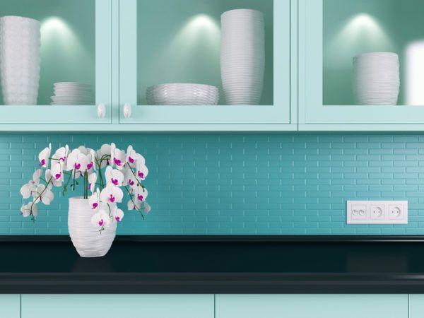 Cocinas azules turquesa con jarron