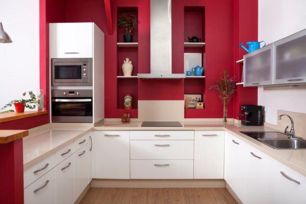 Cocinas rojas y blancas