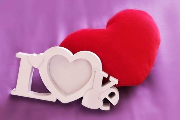 Como decorar habitaciones romanticas corazones cojin corazon