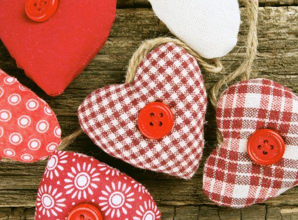 Como decorar habitaciones romanticas corazones guirnalda corazones de tela