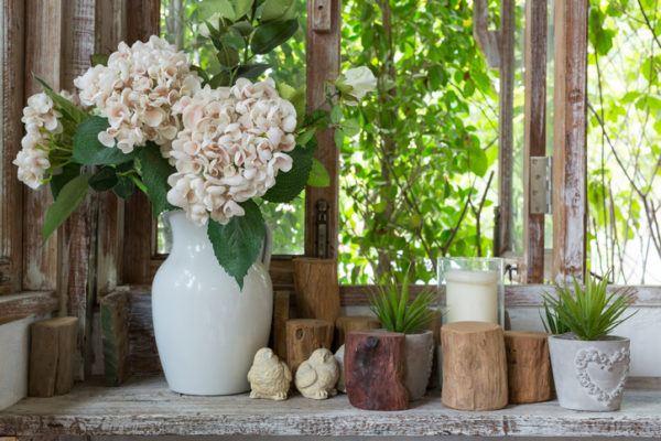 Jarrones con flores madera