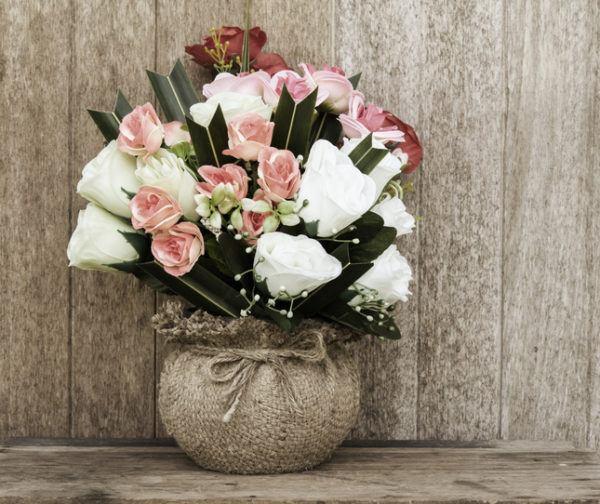 Jarrones con flores mimbre