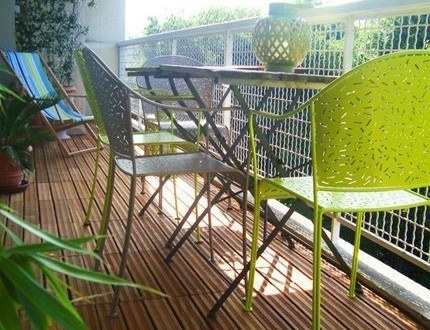 C mo decorar balcones peque os ideas y consejos for Muebles para balcon exterior pequeno