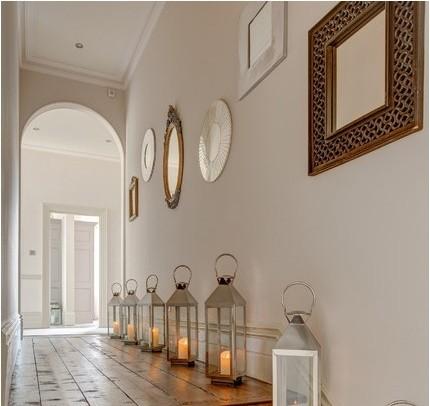 Decorar pasillos con cuadros decorar un pasillo solo con for Espejos estrechos