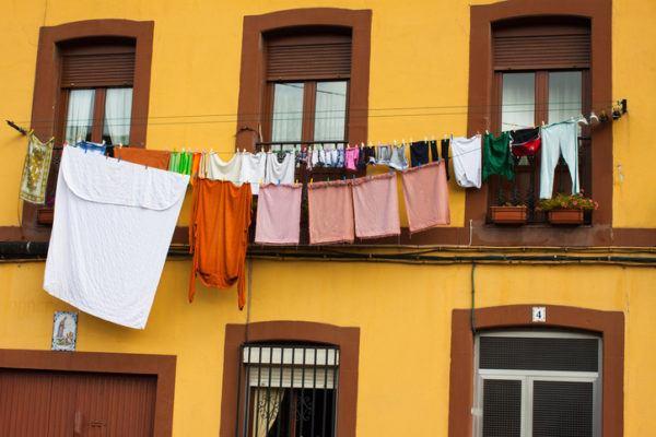 Colgar la ropa estirada