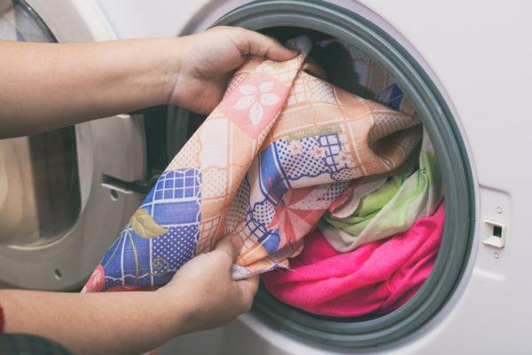 Como poner la lavadora detergente