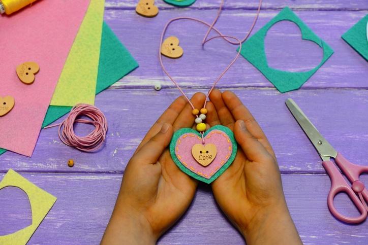 Manualidades san valentin adorno colgante de corazon