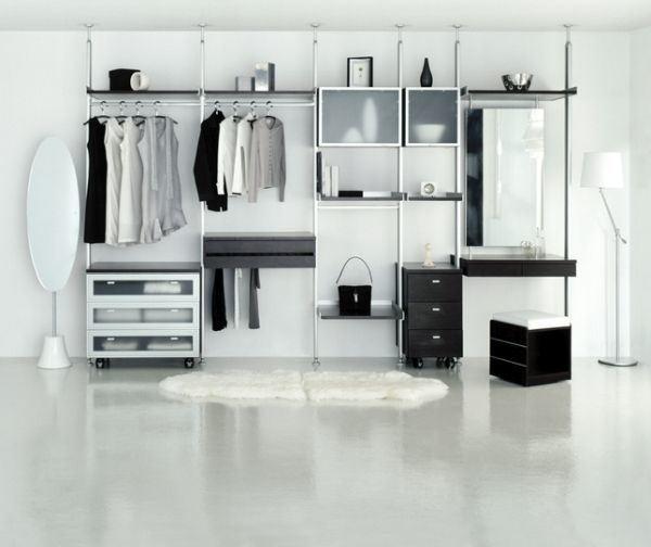como-organizar-un-vestidor-pequeno-blanco-istock
