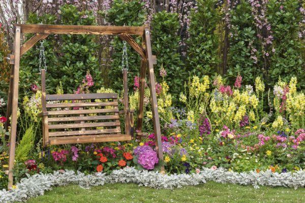 mejores-diy-para-decorar-el-jardin-istock