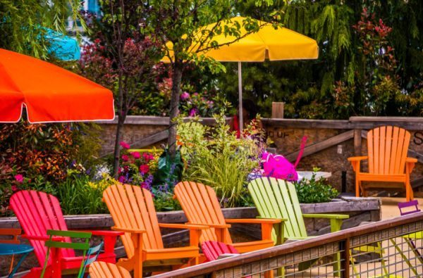 mejores-diy-para-decorar-el-jardin-sillas-istock